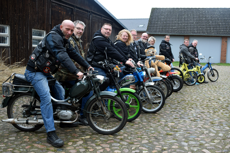 Kubikzwerge Reinbek, Mofa, Moped, Puch, Zündapp, Mofaclub, bei Hamburg, Mofateddy on Tour, Spendenaktion, Kinderhospiz Sternenbrücke, Patch, Mofahelden, Mofagruppe